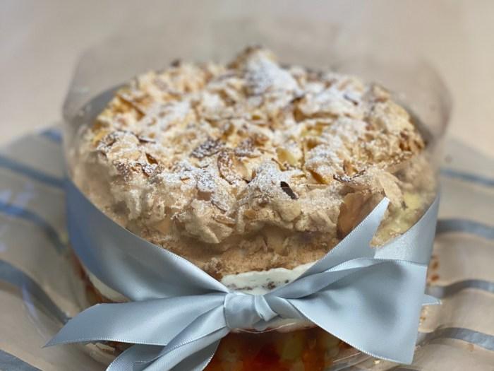 Stachelbeere-Baiser-Torte