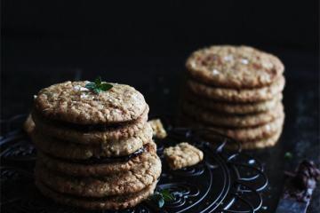 oat_salted_dark_chocolate_sandwich_cookies2