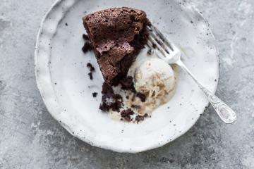 Flourless Chocolate Cake - Cook Republic
