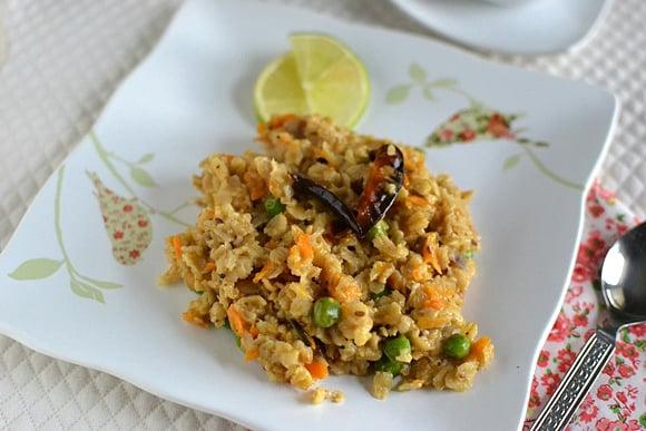 Oats Upma with Carrot & Peas