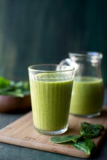 Green Smoothie with Mango & Banana