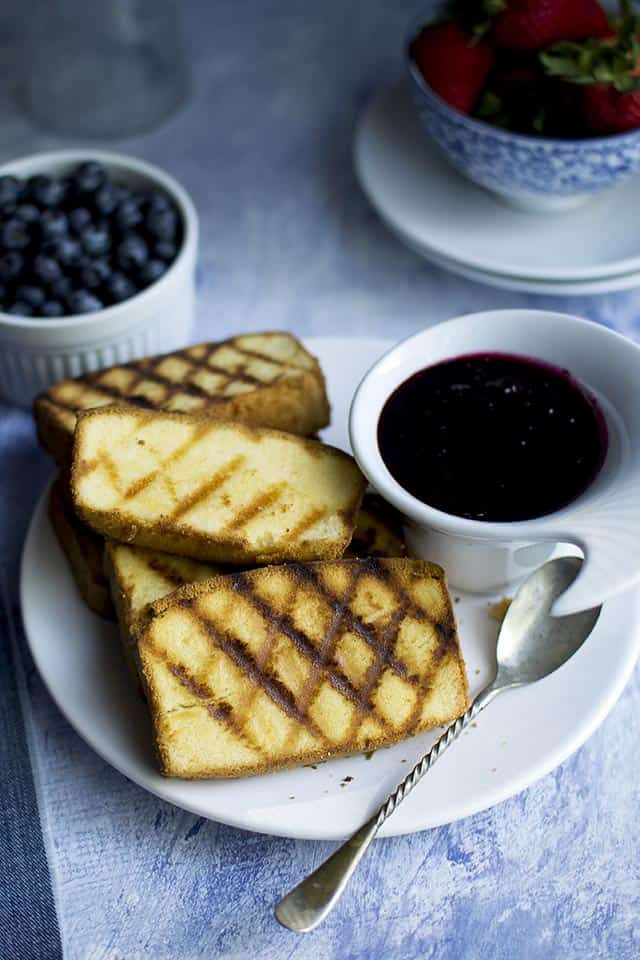 Grilled dessert with Pound Cake