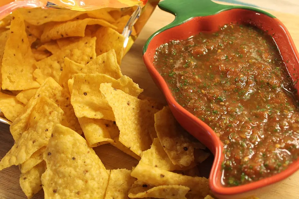 Restaurant-style Salsa with Tortilla Chips