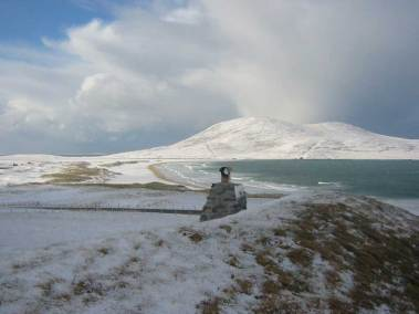 blue-reef-cottages-isle-harris-outside-snow