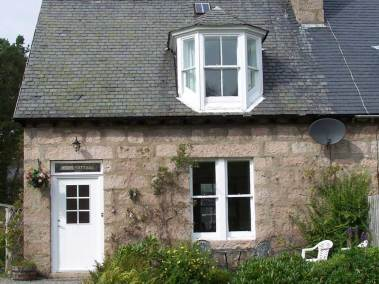 fern-cottage-outside-view-front