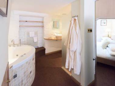 kingennie-boathouse-bathroom