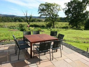 lomond-appletree-holiday-house-patio