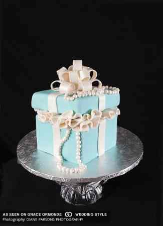 121 Amazing Wedding Cake Ideas You Will Love     Cool Crafts breakfast at tiffanys wedding cake