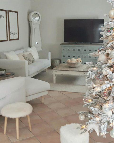 door toni springer kijk je vandaag mee in ons kerst interieur ons huis was eerst in een farmhouse style aangekleed zoals je veel ziet in de populaire