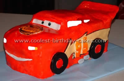 Use differently colored frosting to denote the car, its features and the background. Coolest Car Birthday Cakes