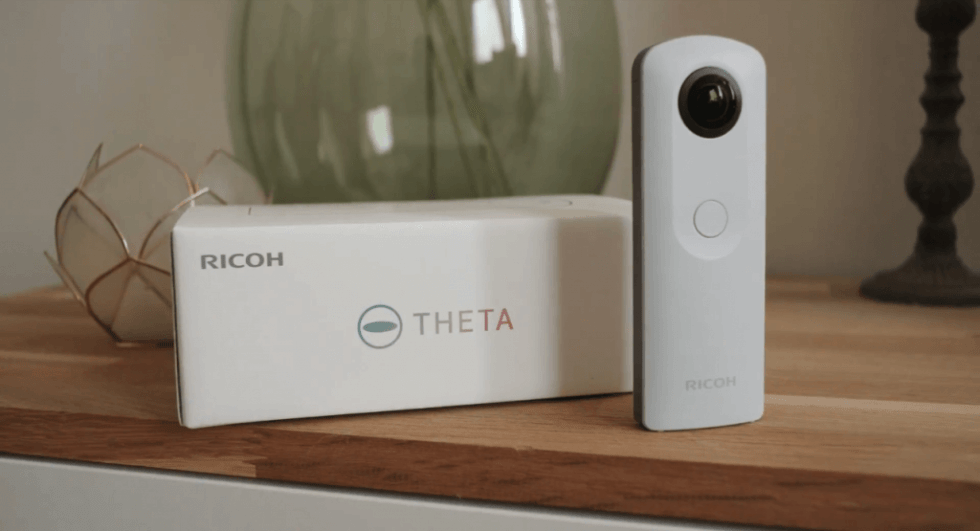 Ricoh Theta SC packaging