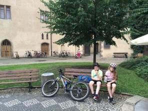 Kurze Rast am Lutherhaus in Wittenberg