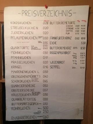 Preistransparenz wird großgeschrieben: museale Preisliste der Bäckerei Behnisch