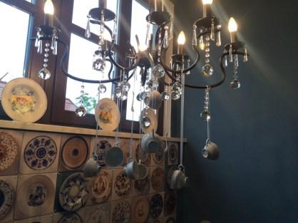 Meißner Porzellan Sammlung im Aufgang zu den Zimmern