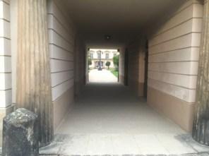 Durchgang zum Schloss Pillnitz