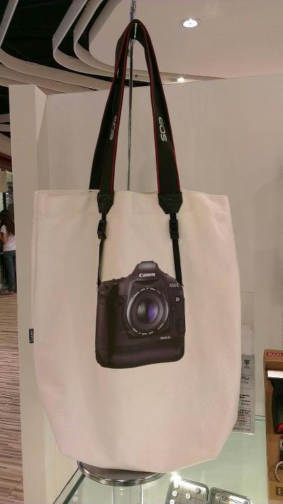 Canon Tota Bag(側提包)開箱文~真的是Canon原廠背帶喔! @麻吉小兔吃貨旅行團