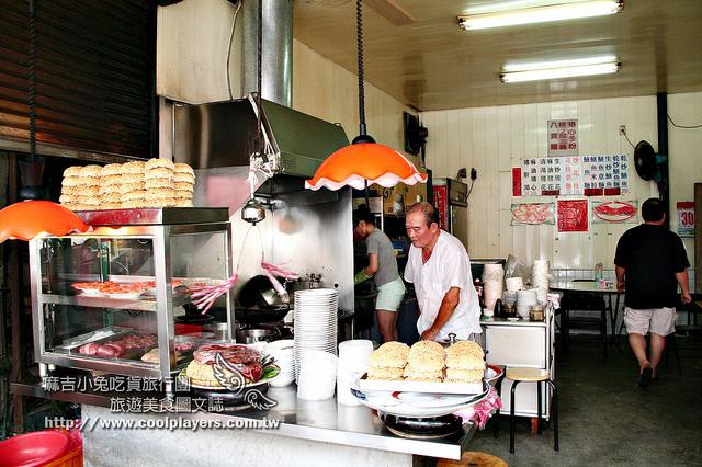 台南1980年老店~小南【炒鱔魚專家-信義小吃店】在地人吃這家~超鮮野生鱔魚意麵 @麻吉小兔吃貨旅行團