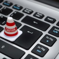 Cómo bloquear el acceso a sitios web dañinos