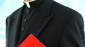En mayo el Dicasterio para la Doctrina de la Fe encargó al Arzobispo de Santiago, Ricardo Ezzati, instruir un proceso administrativo penal contra Roberto Salazar.