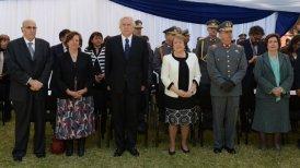 Acompañaron a la Mandataria, el ministro de Defensa, Jorge Burgos, y el comandante en jefe del Ejército, general Humberto Oviedo.