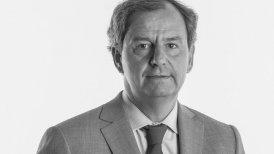 Varela es miembro de la Fundación Para El Progreso, es consejero del Círculo Legal de ICARE y fue presidente de Soprole.