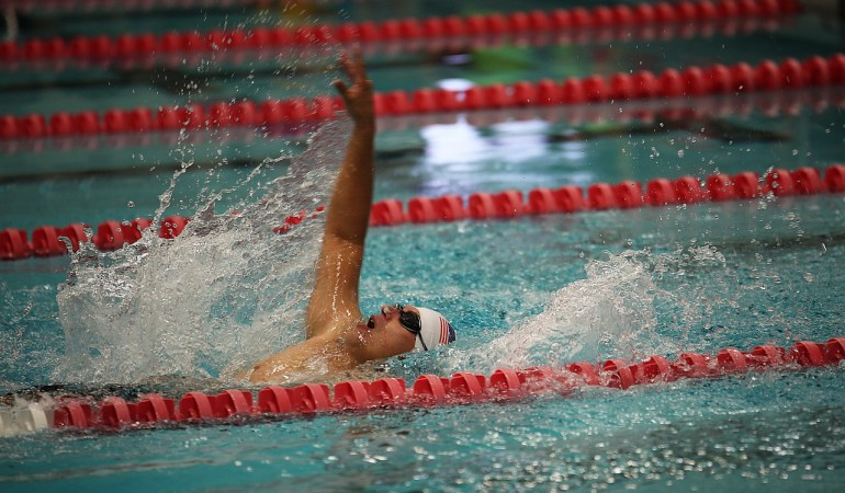 swimming-664643_1280