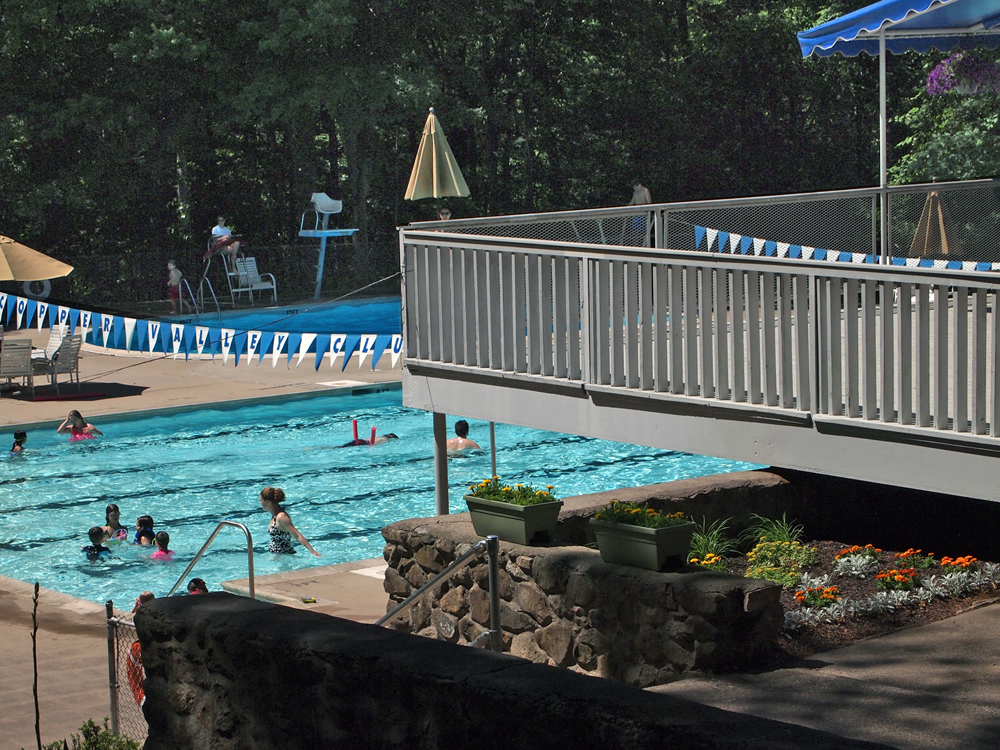 Copper valley cheshire 39 s swim and tennis club serving - Club mahindra kandaghat swimming pool ...