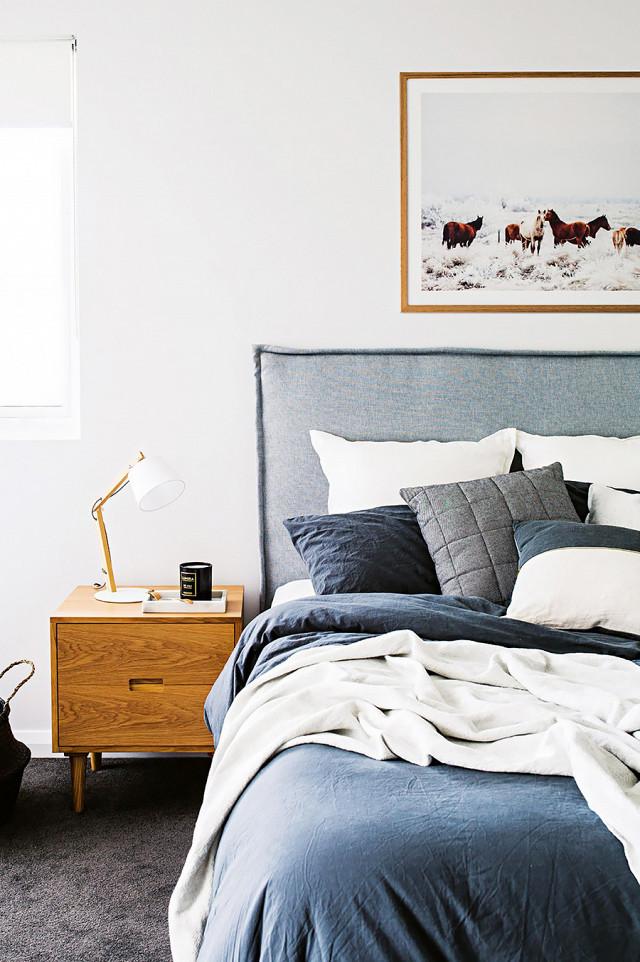 Spectacular Anthropologie Belgian Linen Carlier Slipcover Bed
