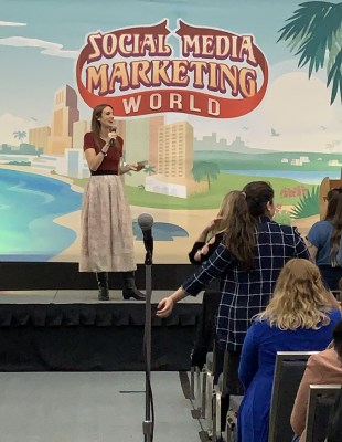 smmw19 laura petersen on stage