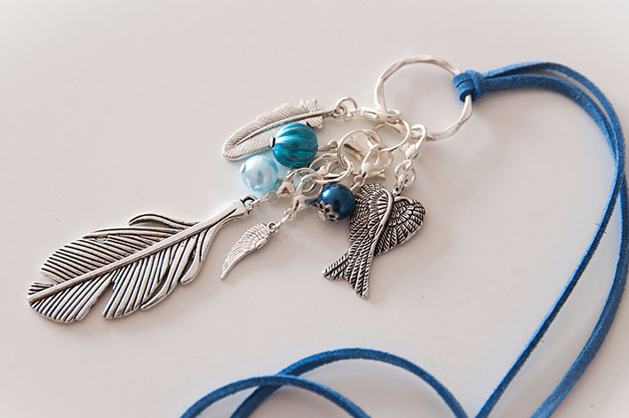 collier plume aile
