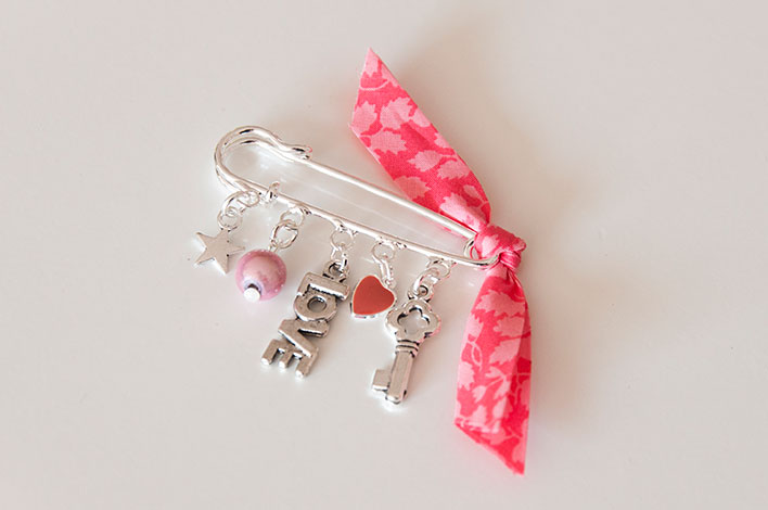 broche liberty corail love