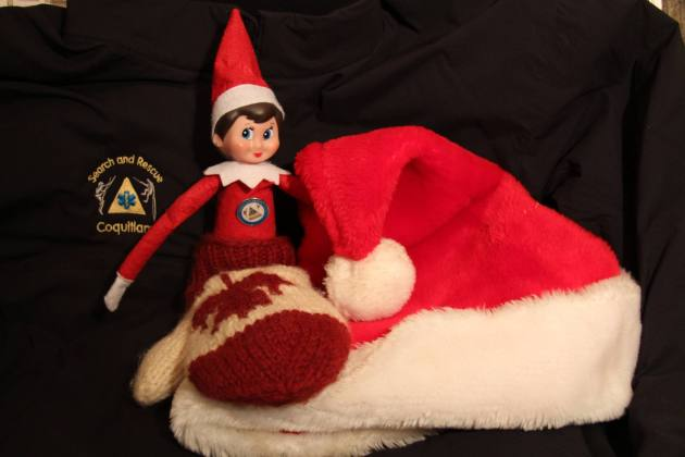 Even when it's warm, an elf always carries a jacket. If the weather turns, if they become injured or find themselves benighted and elf is always happy to find an extra jacket, toque and mitts in their pack. #SARelf #10essentials