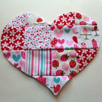 DIY-Valentines-Day-Patchwork-Heart-Applique