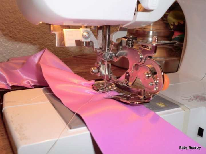 how to use a ruffling foot sewing
