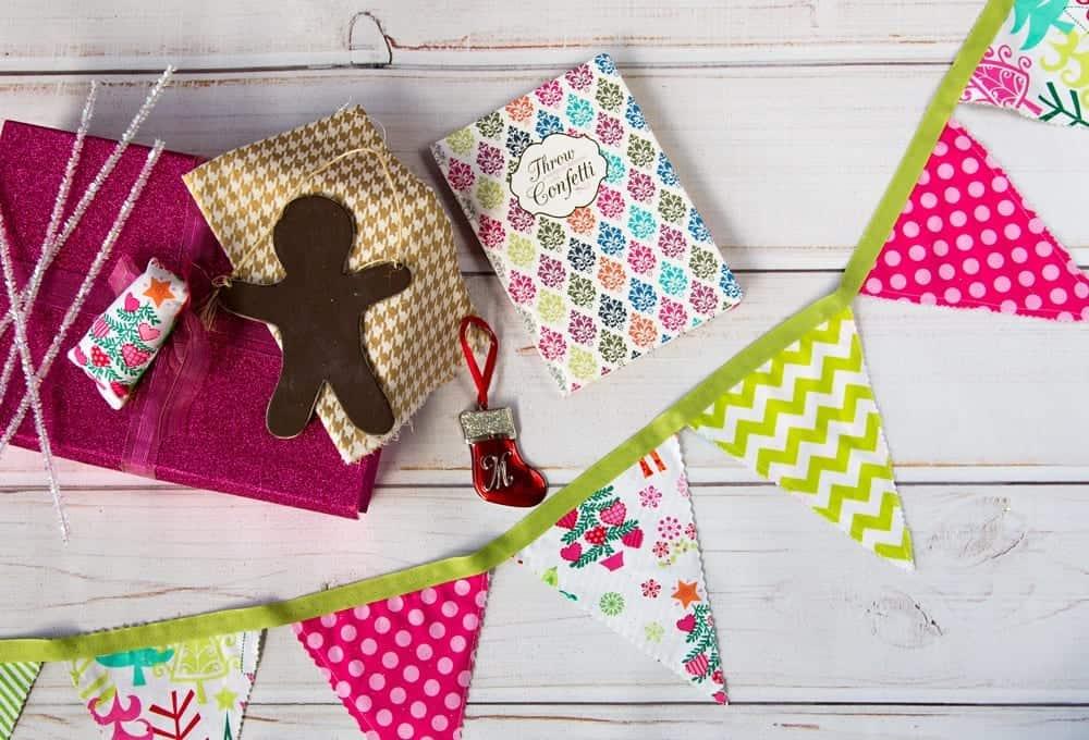 DIY-Christmas-Fabric-Pennant-Banner-Tutorial