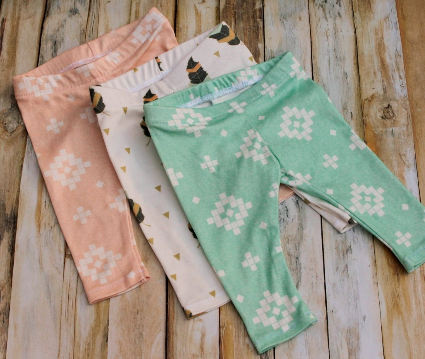 diy-baby-leggings-pattern. Free-sewing-pattern-for baby shower gifts. Easy Baby DIY for any occasion made by Coral and co.