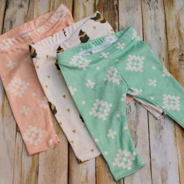 Free baby leggings sewing pattern. Sewing for baby shower gifts. Easy Baby DIY for any occasion made by Coral and co.