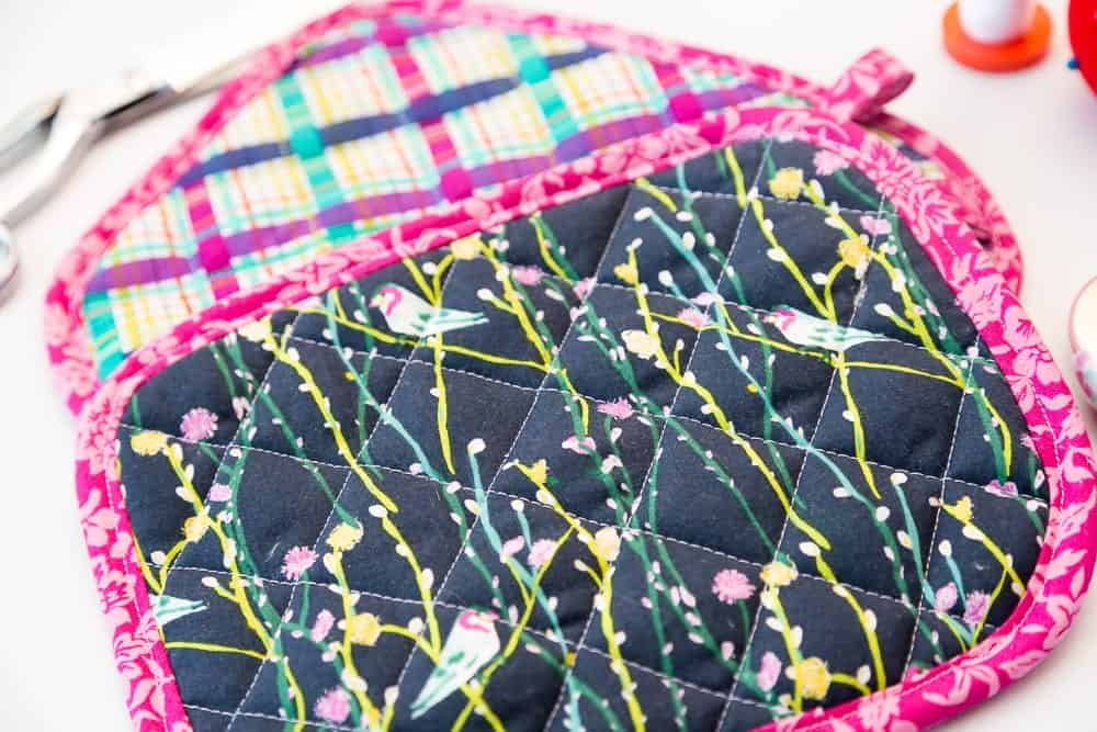 Free Quilted Potholder Pattern and Tutorial - Easy DIY ...