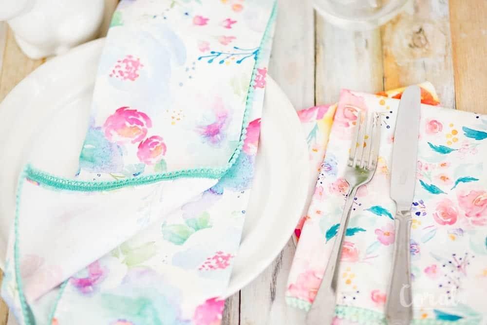diy-pom-pom-dinner-napkin-tutorial