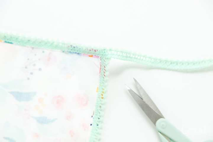 how-to-make-pom-pom-trim-napkins