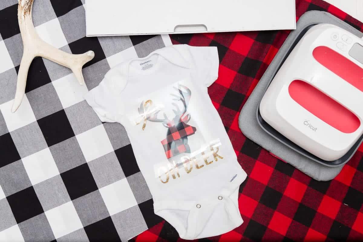 cricut-christmas-onesie