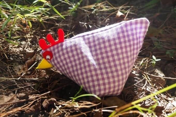 Sew a Sweet Little Hen: A Free Pattern