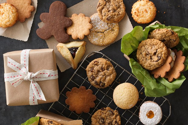 Whole-Foods-Market_Holiday_2015_CookieGifting