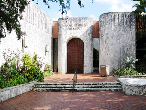 Coral Gables Public Library is a historic building.