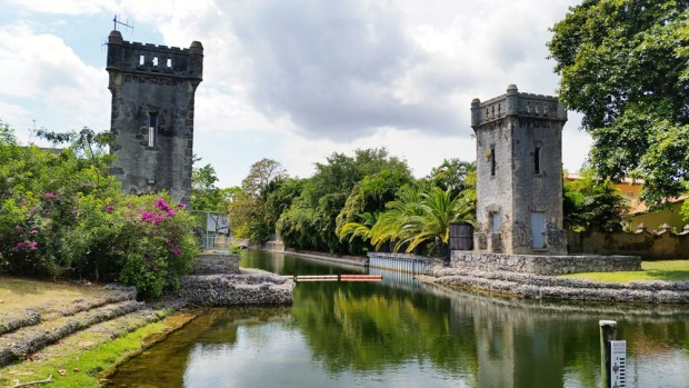 The Coral Gables Wayside Park was designed in a Mediterranean Revival style and also added to the U.S. National Register of Historic Places. It is a small park that has a canal in the middle and on each side you will find the castle-like towers, transporting you to a bygone era. Can it get even more romantic than this?