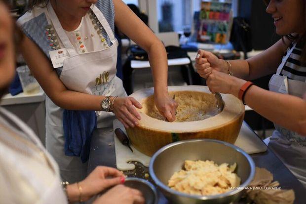 carving-parmigiano-reggiano