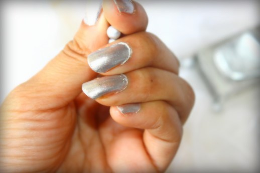 Lakme Fast And Fabulous Silver Cloud Nail Polish Review