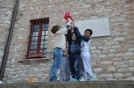 Easter Egg Hunt, a Corciano va in scena la caccia all'uovo con i bambini delle primarie 7