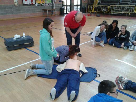 La Croce rossa alla Bonfigli insegna il primo soccorso 1