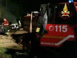 Incendio a Castelvieto nella notte, i pompieri salvano gli animali dal rogo 4